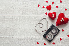 Fond avec la bande de cassette sonore sous forme de coeur et Re Photographie stock