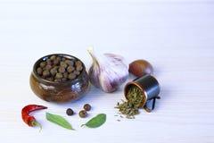 Fond avec les épices aromatiques Graine de poivre au parfum délicieux dedans images stock