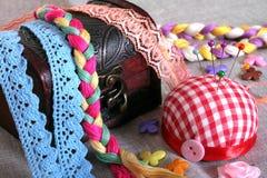 Fond avec les accessoires de couture Images stock