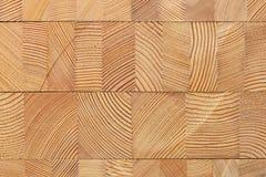 Fond avec les blocs en bois collés de mélèze Image libre de droits