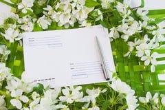 Fond avec les brins de la floraison photos libres de droits