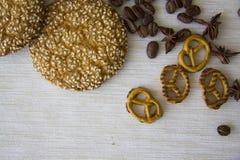 Fond avec les divers biscuits et ingrédients 10 d'arome Photos libres de droits