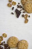 Fond avec les divers biscuits et ingrédients 07 d'arome Photo stock