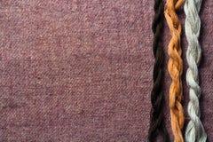 Fond avec les fils de laine Images stock