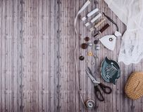 Fond avec les outils et les accessoires de couture Photographie stock