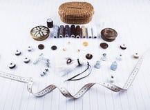Fond avec les outils et les accessoires de couture Photo stock