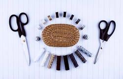 Fond avec les outils et les accessoires de couture Photos libres de droits