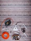Fond avec les outils et les accessoires de couture Images libres de droits