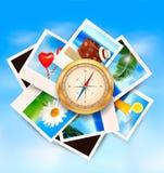 Fond avec les photos et la boussole de voyage. Image stock