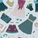Fond avec les robes et les accessoires des femmes Photo stock
