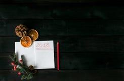 Fond avec un carnet avec une inscription rouge 2018 Photo stock