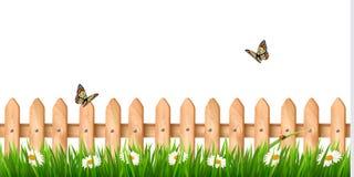 Fond avec une barrière en bois avec l'herbe, fleurs Photo stock