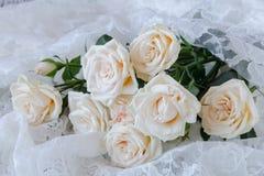 Fond beige de mariage avec des roses Photo stock