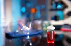 Fond biologique en le noir, le bleu et le rouge photos libres de droits