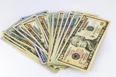 Fond blanc éventé par argent de pile d'argent liquide Image stock