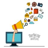 Fond blanc avec l'ordinateur et le mégaphone d'affichage avec le marketing et la publicité de Web d'éléments Photo stock