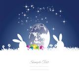 Fond blanc bleu d'oeufs de lune de lapins de Pâques Photographie stock libre de droits