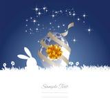 Fond blanc bleu de cadeau d'oeufs de lune de lapin de Pâques Photographie stock