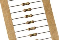 Fond blanc d'isolement par bande de résistances au carbone Photo stock