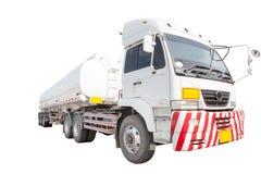 Fond blanc d'isolement par camion de récipient d'huile lourde Photos stock