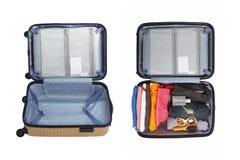 Fond blanc d'isolement par ensemble de sac de voyage de bagage Photographie stock libre de droits