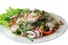 Fond blanc d'isolement Salade marinée par fruits de mer Photographie stock libre de droits