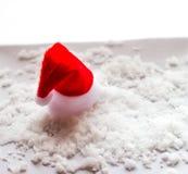 Fond blanc de Noël avec des chapeaux Image stock