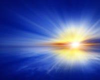 Fond bleu abstrait, coucher du soleil Image libre de droits