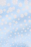 Fond bleu avec des flocons de neige Photos stock