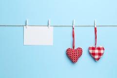 Fond bleu avec la lettre d'amour Photographie stock libre de droits