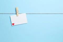 Fond bleu avec la lettre d'amour Image libre de droits