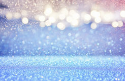fond bleu-clair et argenté de scintillement de lumières photo stock