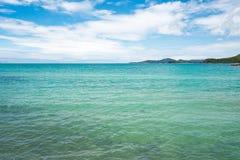 Fond bleu d'été de rivage de voyage de paysage de sel de beauté de la Jordanie de nature de l'Israël de ciel d'eau de mer de côte Photographie stock