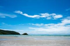 Fond bleu d'été de rivage de voyage de paysage de sel de beauté de nature de l'Israël de ciel de l'eau de plage de mer de côte de Photo libre de droits