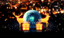 Fond bleu de bokeh du cadeau 3D de Crystal Bauble Gold Christmas Deer Images stock