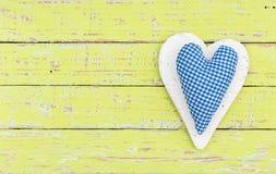 Fond bleu de coeur au style campagnard romantique rustique Photo stock