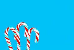 Fond bleu de fête avec des lucettes Photo libre de droits