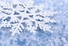 Fond bleu de l'hiver Photo stock