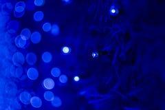 Fond bleu de lumières de bokeh de Noël et de nouvelle année images libres de droits