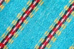Fond bleu de Terry avec les bandes colorées du tissu image stock