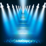 Fond bleu-foncé abstrait avec des projecteurs Photographie stock