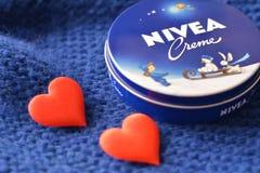 Fond bleu-foncé crème de Nivea Photo libre de droits