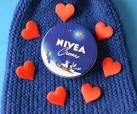 Fond bleu-foncé crème de Nivea Images stock