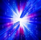 Fond bleu rougeoyant avec des rayons et des étoiles Photo stock