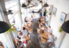 Fond brouillé d'endroit coworking en café de café photo libre de droits