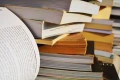 Fond brouillé de livre Images stock