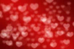 Fond brouillé par bokeh rouge de coeurs d'amour Photo libre de droits