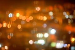 Fond brouillé par résumé avec les lumières oranges chaudes Images stock