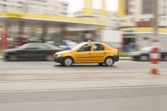 Fond brouillé par taxi jaune Photographie stock libre de droits