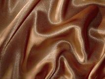Fond brun chocolat drapé de satin Images libres de droits